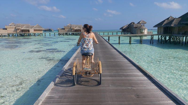 Maldivas: Andar numa bicicleta de bambu com vista para o paraíso